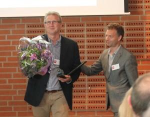 Søren Mark Andersen får overrakt erhvervsprisen af Daniel Madié. Foto: Randers Erhvervs- og Udviklingsråd.