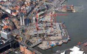 I de kommende måneder vil flere være beskæftiget med at gøre det nye hovedbibliotek på havnen i Aarhus klar til brug om halvandet år. Foto: Urban Mediaspace Center